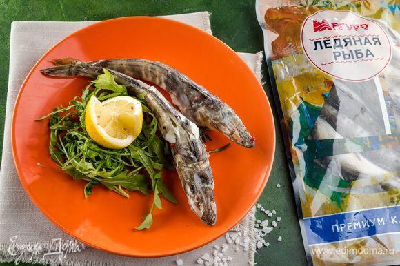 Немного охладите рыбу и подавайте к столу. Полезное и легкое блюдо готово. Приятного аппетита!
