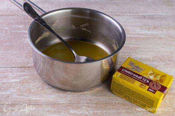 Растопите маргарин «Щедрое лето», остудите, влейте в сахарно-яичную смесь.