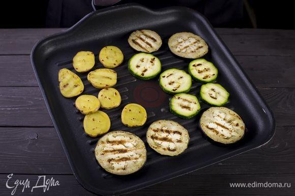 Смажьте растительном маслом и обжарьте на сковороде-гриль.