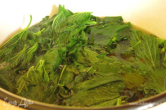 Варим крапиву в кипящей воде 10 минут, только листья и верхушки. Всего 140 г.