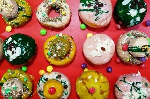 Пышные ароматные пончики можно подавать к столу.