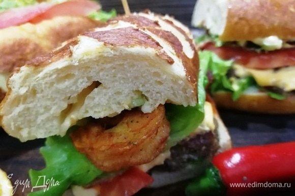 Я сделала сэндвичи с креветками и мясными шариками.