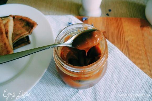 Переливаем карамель в баночку и храним в холодильнике. Приятного аппетита!