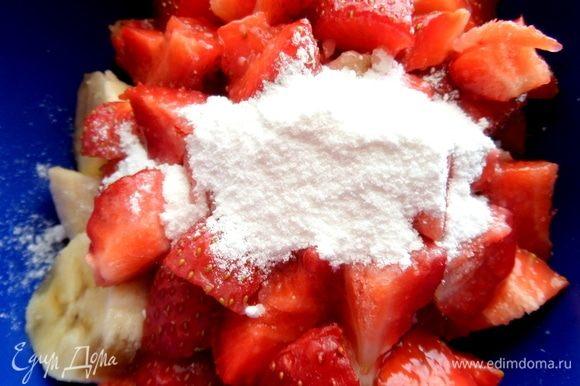 Добавить сахарную пудру (ложку с горкой). В оригинале — 150 г.