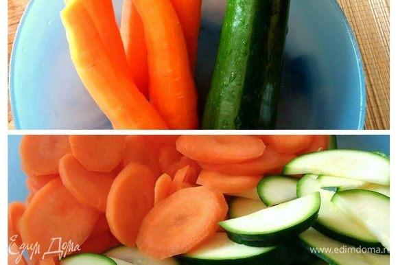 Помыть и очистить овощи, нарезать кольцами или как вам будет угодно.