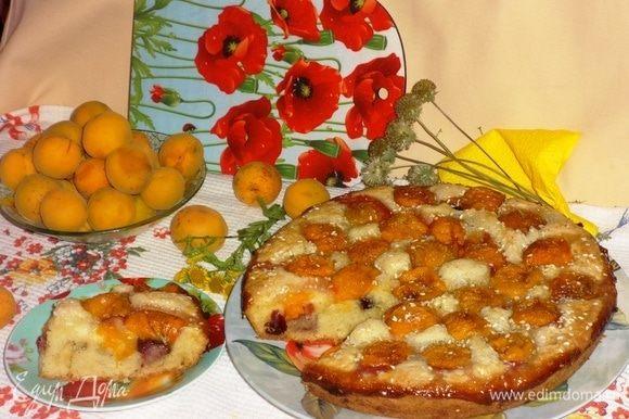 Разрезать пирог на порции и подать к чаю или кофе. Угощайтесь! Всем приятного аппетита!