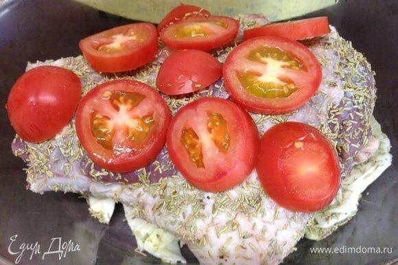 Пару небольших помидорок нарезали толстыми кольцами и украсили сверху изящную ножку:), вспоминая роман «Женщина в красном»:)