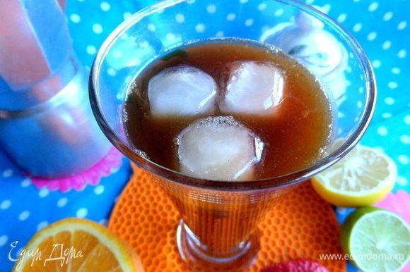 В наш кофе достаточно трех кубиков. Кстати, попробуйте вино со льдом в жару и вы будете его пить только так!
