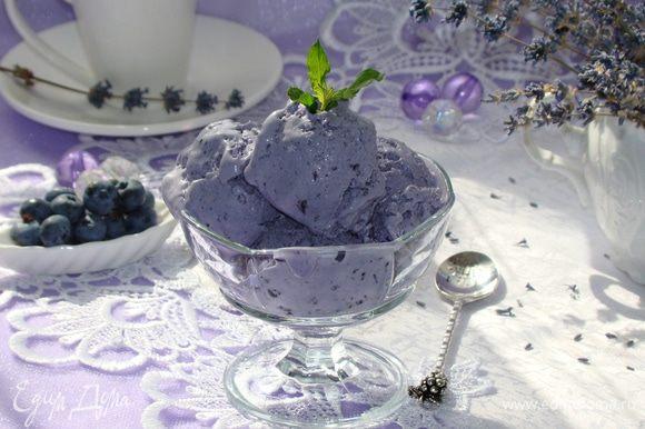 Очень вкусное и ароматное мороженное готово. Порадуйте себя и близких таким нежным десертом!