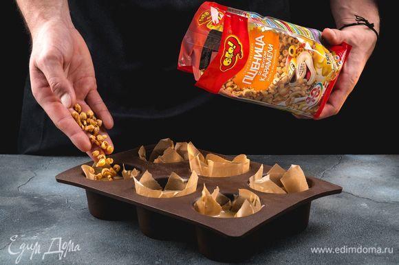 Сверху на каждый маффин выложите по 1 ст. ложке пшеницы со вкусом карамели ТМ «ОГО».