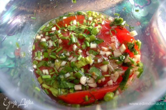 Как видно, очень сильно овощи осели, поэтому потом для хранения я объединила в одну емкость.