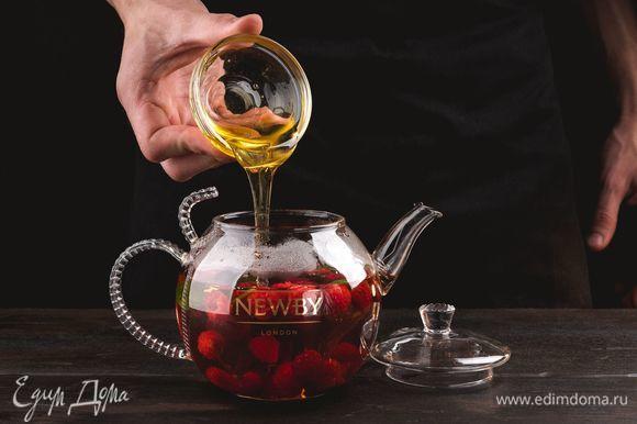 Добавьте жидкий мед по вкусу, размешайте и подавайте к столу.