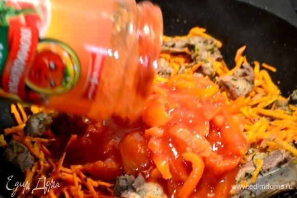 Вливаем вкусное лечо ТМ «Помидорка» из сладкого перца и даем время потушиться и соединиться вкусам мяса и овощей.