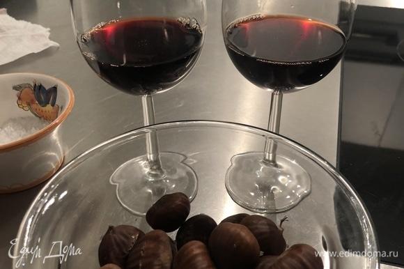 Кушать горячими. С каштанами хорошо сочетается красное молодое вино, например, Teroldego Novello. Приятного аппетита!