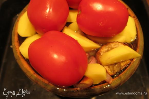 На картофель — целые томаты.