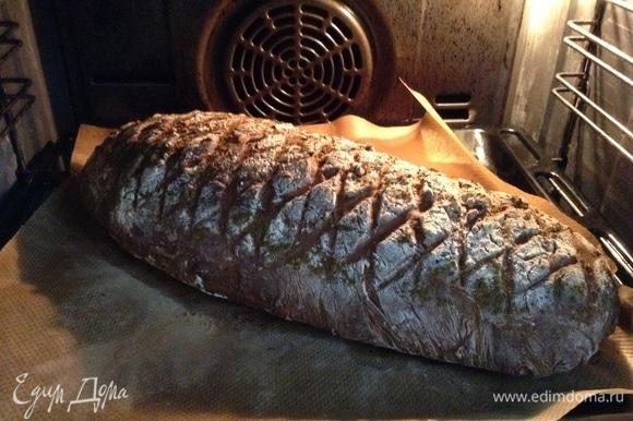 Вот так вот хлеб выглядит через 40 минут. Как духовку открыли, идут чудесные ароматы.