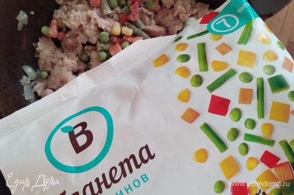 Всыпать мексиканский салат ТМ «Планета витаминов». Перемешать.