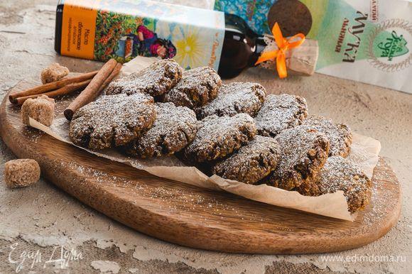Выпекайте печенье в духовке при 180°C в течение 30 минут. Приятного аппетита!
