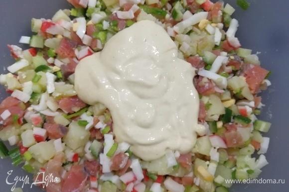 Заправляем салат.