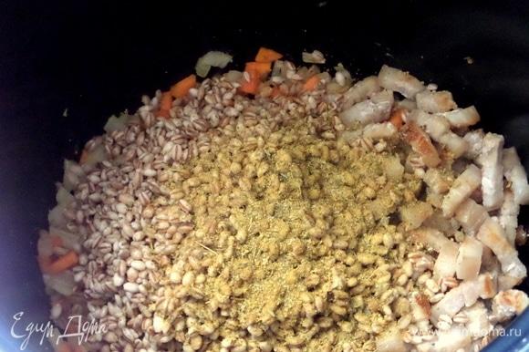 Приправы, специи. У меня смесь: соль, чеснок, морковь, чили, куркума, базилик, петрушка, горчица, паприка.