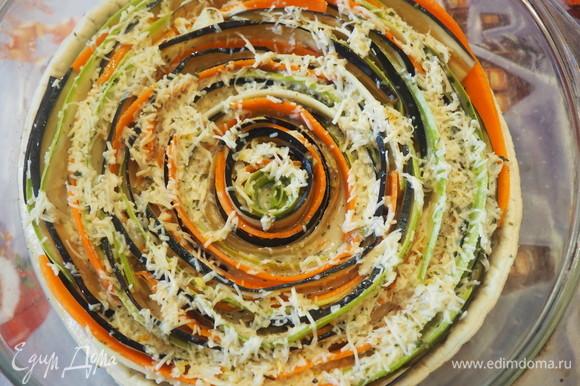 Полученной смесью заливаем овощи на корже. Ставим в духовой шкаф разогретый до 190°C на 1 час. За 5 минут до готовности вынимаем и посыпаем оставшимся сыром.