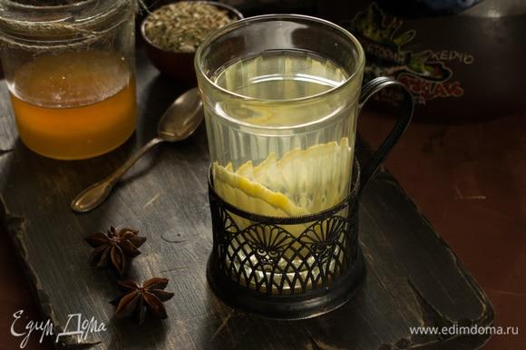 Добавить мед по вкусу и перемешать. Приятного чаепития!