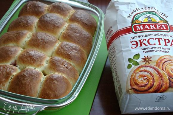 Выпекать булочки в разогретой до 160°C духовке 20 минут.
