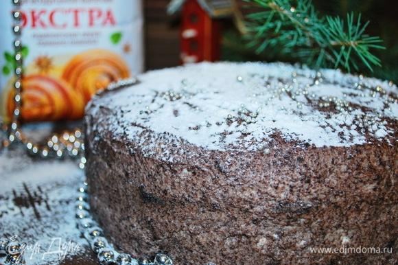 Очень вкусный и насыщенный шоколадный торт с малиной готов. Приятного аппетита.