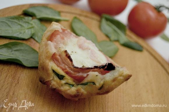 Пицца в разрезе. Не только необычная форма, но и великолепный вкус и аромат! Мука от MAKFA — основа этого шедевра! Удобно брать в дорогу и предлагать в качестве закуски!