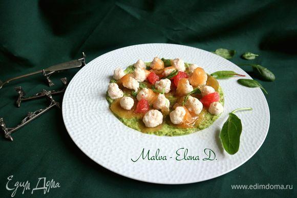 Украсить тарелку кусочками желе, сегментами очищенного от пленок грейпфрута. Райское удовольствие. Приятного аппетита!