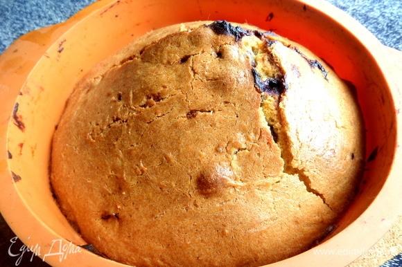 Большой кекс дольше — 40 минут.
