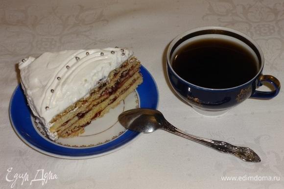Наслаждаться тортом вместе с любимым напитком. Приятного аппетита! С наступающими новогодними праздниками!