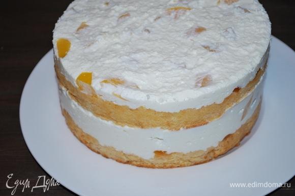 Через час можно торт украшать на свой вкус.