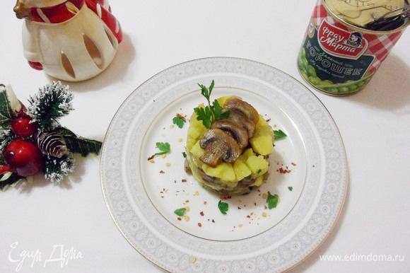 Вегетарианский оливье можно подавать.