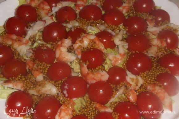 Лангустины порезать на куски, добавить к салату. Полить приготовленным соусом. Приятного аппетита!