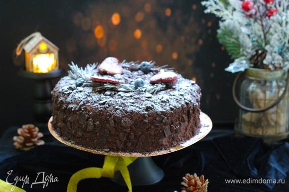 Это торт из двойной порции, диаметр — 22 см.