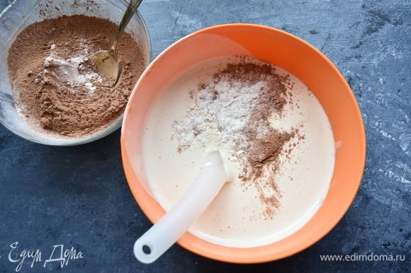 Соединить взбитые яйца и сухую смесь. По вкусу добавить ванилин. Аккуратно перемешать составляющие снизу-вверх. Замесить тесто.