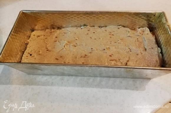 В смазанную форму выкладываем тесто. Из указанного объема ингредиентов выходят 3 хорошие буханки. Можете сделать в половину. Накрываем полотенцем или пленкой и оставляем подходить на 4–6 часов.
