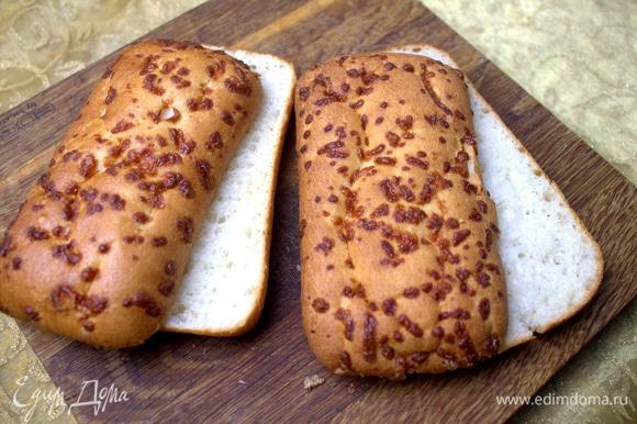 Любой любимый хлеб подходит. У меня специально для сэндвичей сырные булочки.