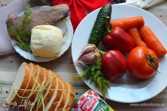 Предварительно необходимо отварить морковь и филе утки. Вымыть и высушить овощи.