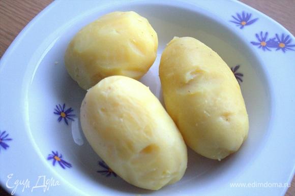 Картофель отварить, очистить.