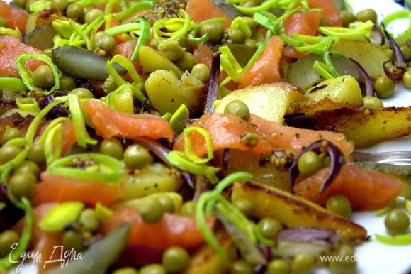 Этот салат лучше приготовить и съесть сразу.
