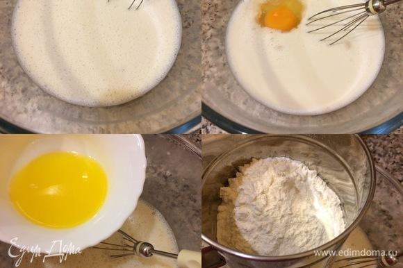 Теплое молоко смешать с теплыми сливками и в них растворить дрожжи и сахар . Добавить яйцо комнатной температуры и перемешать венчиком. Потом добавить растопленное масло, соль и еще раз перемешать венчиком. Муку просеять и начать постепенно добавлять в тесто.