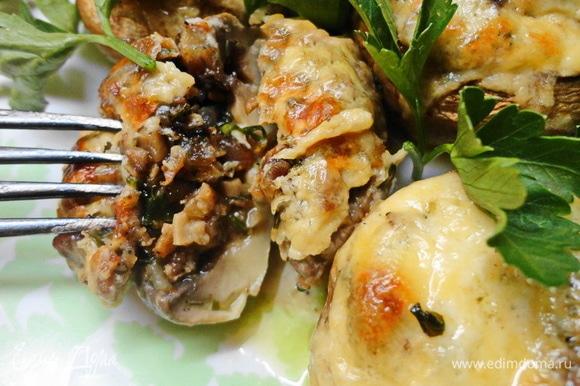 Вот и все! Наши румяные ароматные грибочки готовы! Снаружи запеченные, внутри сочные и нежные! Приятного аппетита!