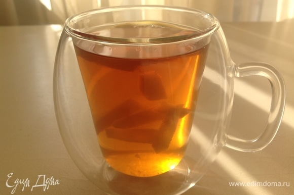 Соединяю чай, лимон, имбирь, грейпфрут, сахар (можно заменить на мед). Наливаю в чашку. Хорошего чаепития!