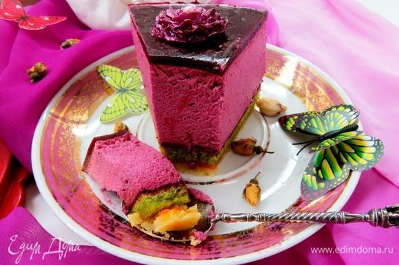 Разрезать на кусочки и наслаждаться вкусом и нежной текстурой! Приятного аппетита!