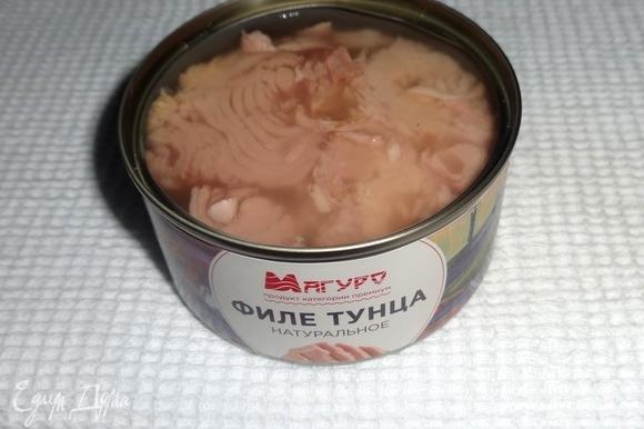 Открыть банку с консервированным тунцом от ТМ «Магуро». Жидкость слить.