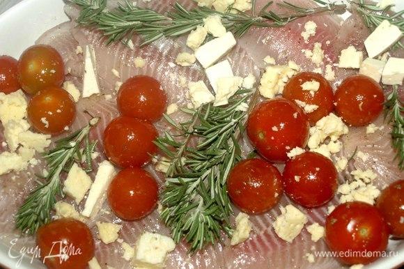 А можно добавить любой рассольный сыр. У меня овечий сыр, довольно твердый и соленый. Отправляем в разогретую до 180°C духовку на 20 минут.
