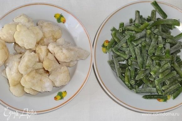Подготовить цветную капусту и стручковую фасоль. Овощи не размораживать.