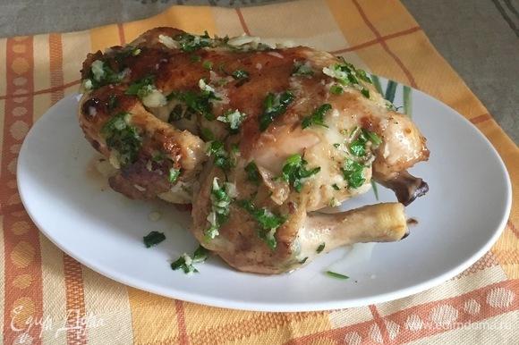 Полить этим соусом цыпленка и подавать горячим.